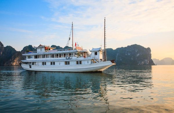 TOUR DU THUYỀN  HALONG MOON LIGHT PARTY 2 NGÀY 1 ĐÊM (2  SAO) TOUR HALONG BAY